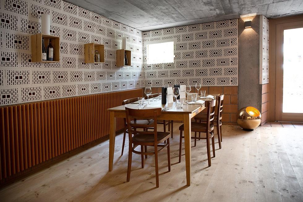 Tremondi_Quinten_Start_Book a Table.jpg