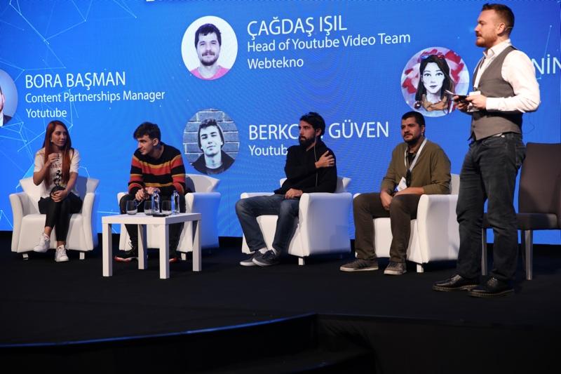 Vlogger Panel
