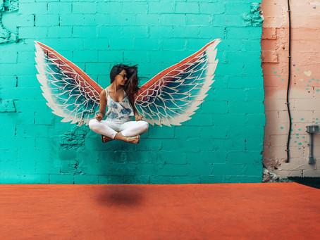 El universo no conspira, tus ángeles no están a cargo y las heridas no sanan con el tiempo