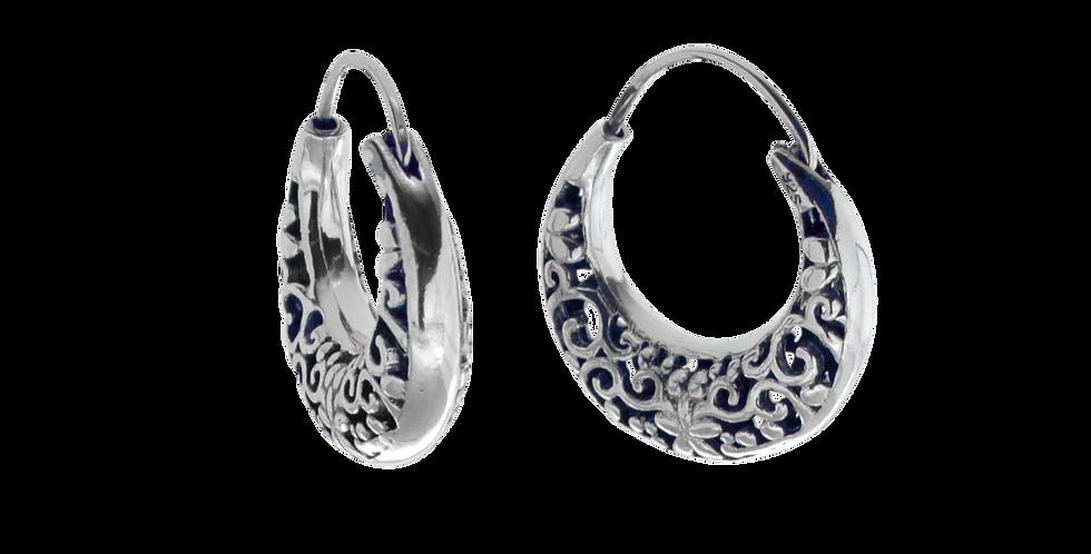 Oxyderede sølvcreoler med blomsterudskæringer