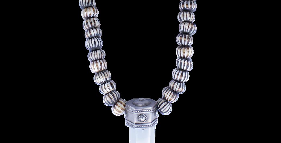 Halskæde af ben med krystal - krystalvedhæng - smykker med krystal - smykker af ben - halskæde af ben