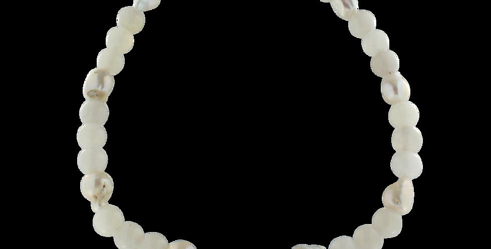 Halskæde med jade og barokperle