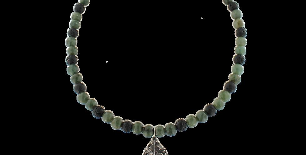 Halskæde med mørkgrøn jade, lava og bladvedhæng - Leaf