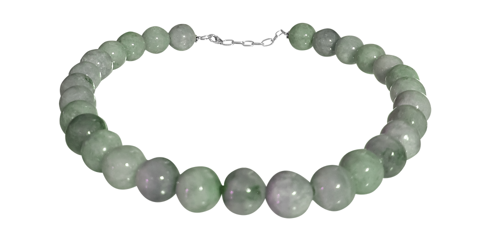 Halskæde med jumbojade i traditionel pastelgrøn farve