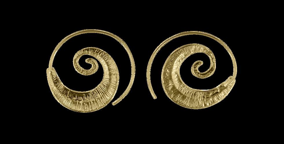 Forgyldte creoler designet som et snoet blad - leaf