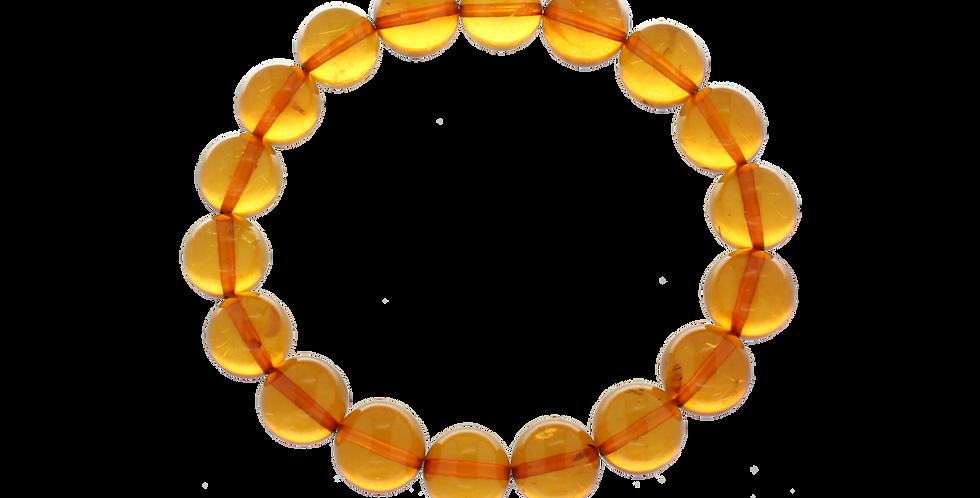 Armbånd med glatte beads af lyst rav