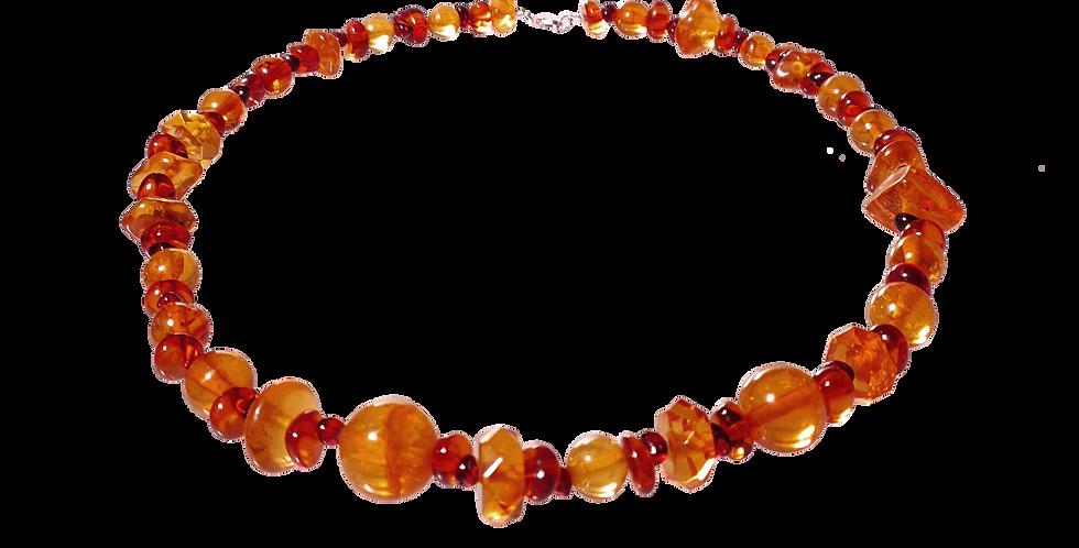 Halskæde med rav i forskellige størrelser, former og farver