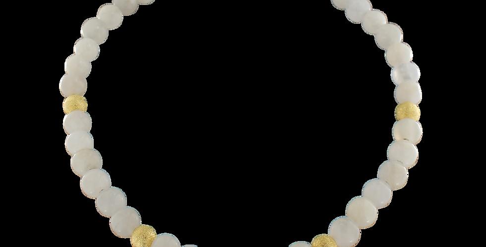 Halskæde med hvid jade og forgyldte glitterbeads