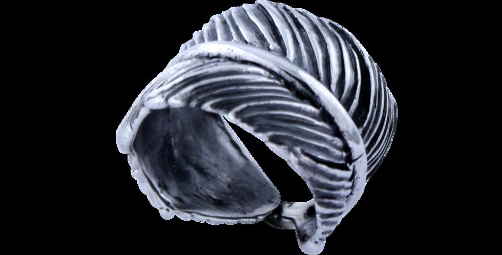 bred oxyderet sølvring i organisk desing - sølvring designet som en fjer - chunky sølvring