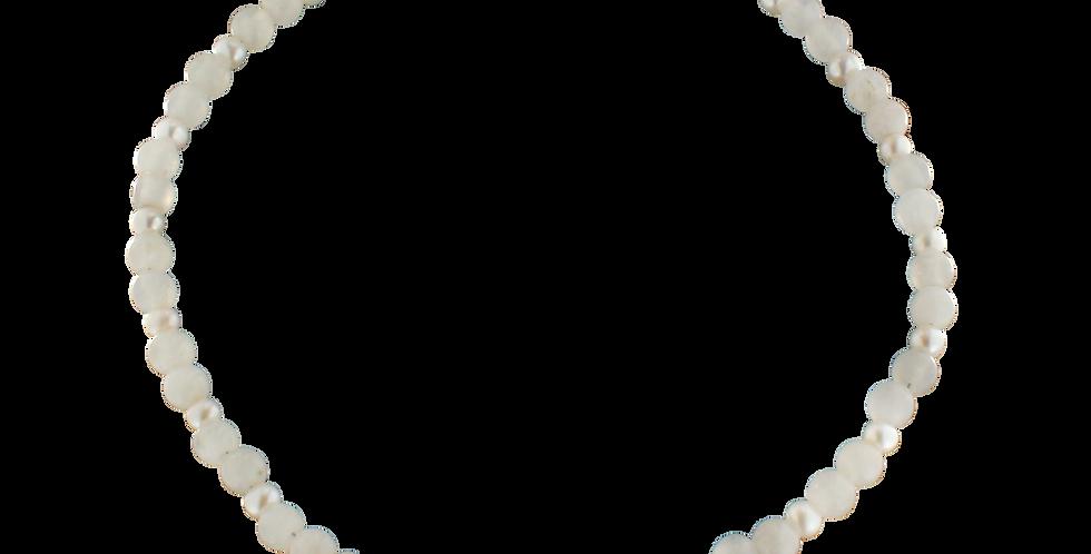 Halskæde med hvid jade og perle
