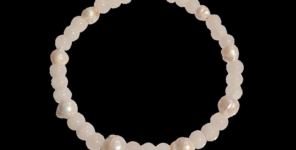 Halskæde med 12mm hvide jadeperler og barokperler