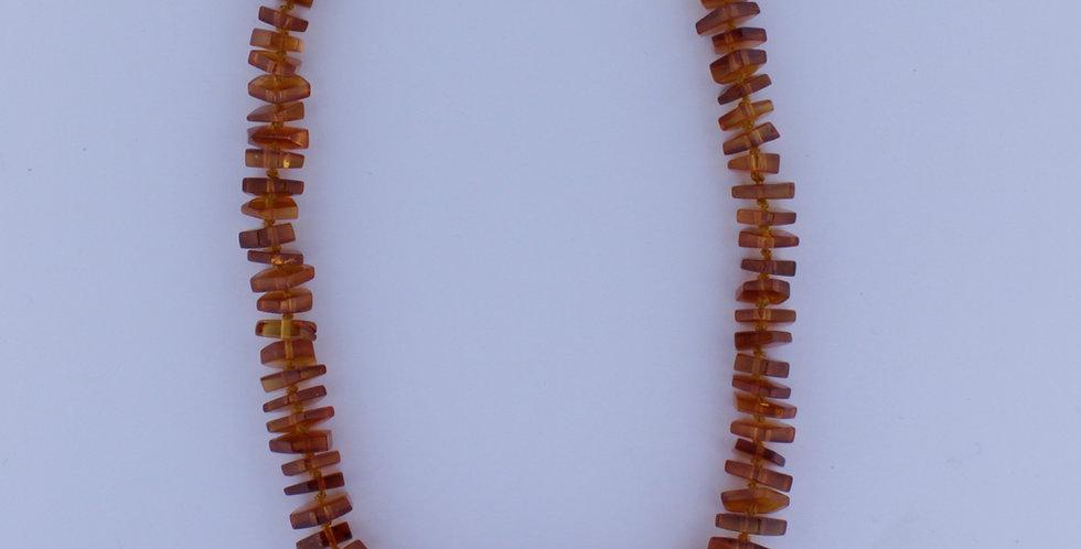 Ravhalskæde med brunt kantet rav