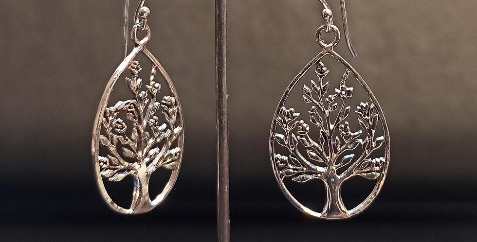 Øreringe med livets træ i en oval ramme