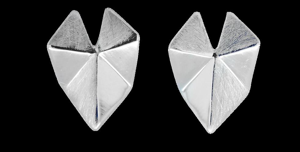 Ørestikkere formet som skjold - øreringe af børstet sølv - geometriske sølvøreringe