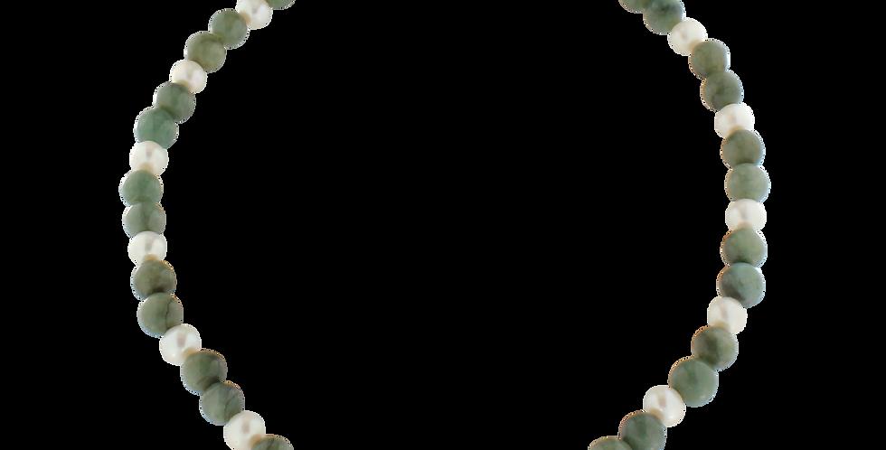 Halskæde med grøn jade og perle