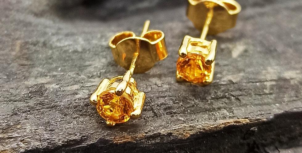 14 kt. guldørestikkere med gul safir