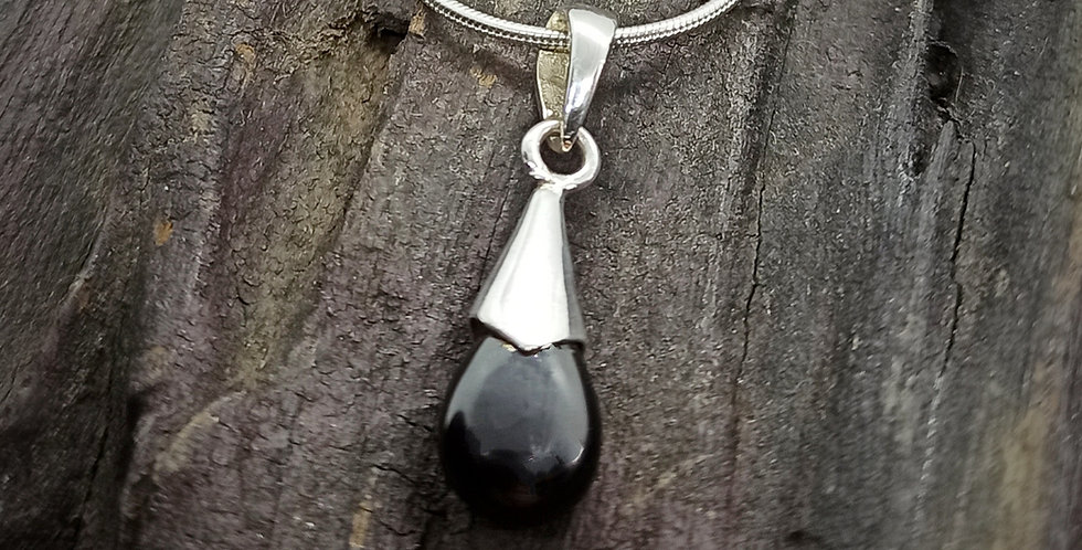 Sølvkæde med sort spineldråbe - teardrop