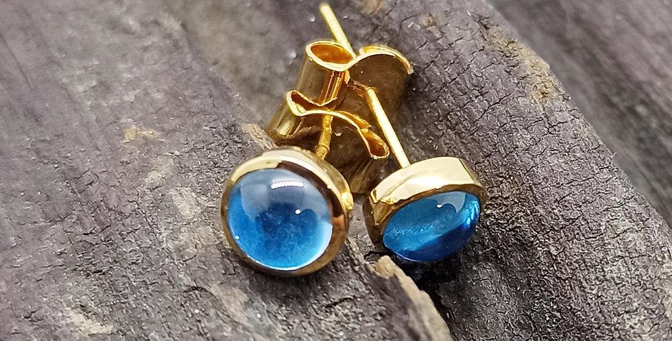 14 kt. guldørestikkere med blå topas