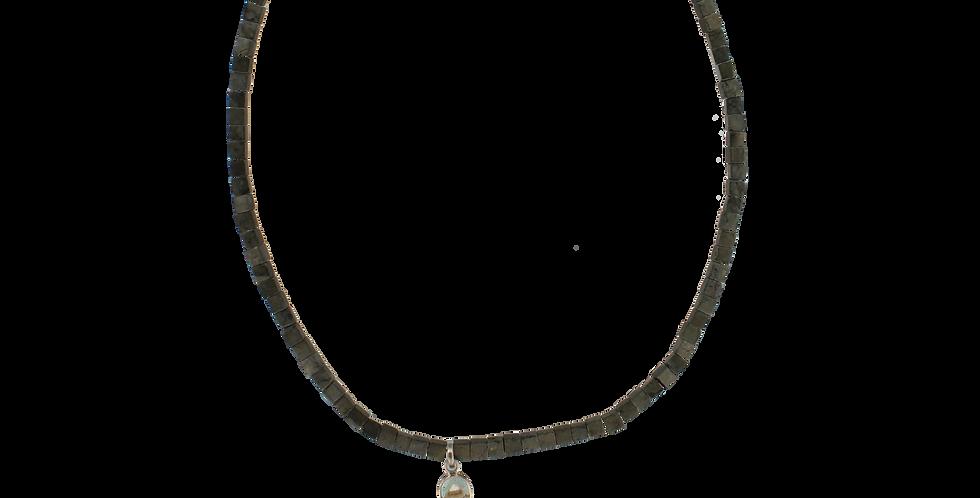 """Sølvhalskæde med pyrit og krystalvedhæng - """"brosten"""""""