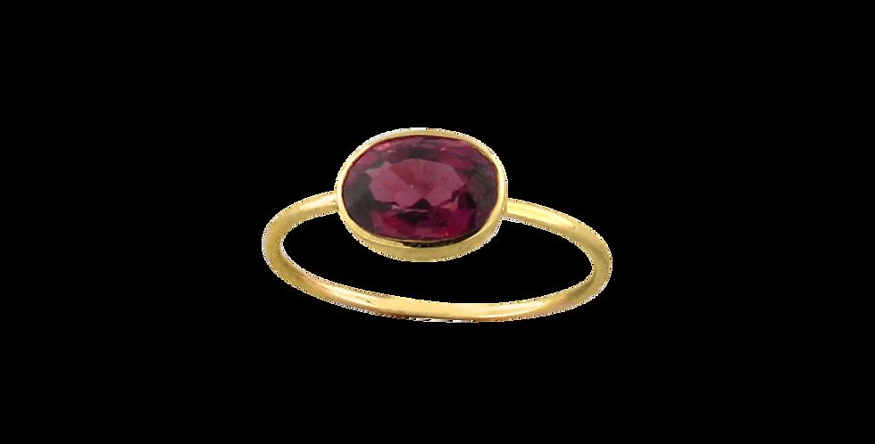 14 kt. guldring med rød spinel i oval fatning