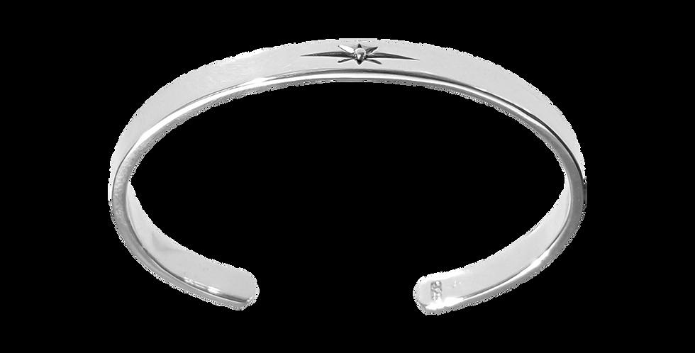 Blankt sølvarmbånd med stjerne