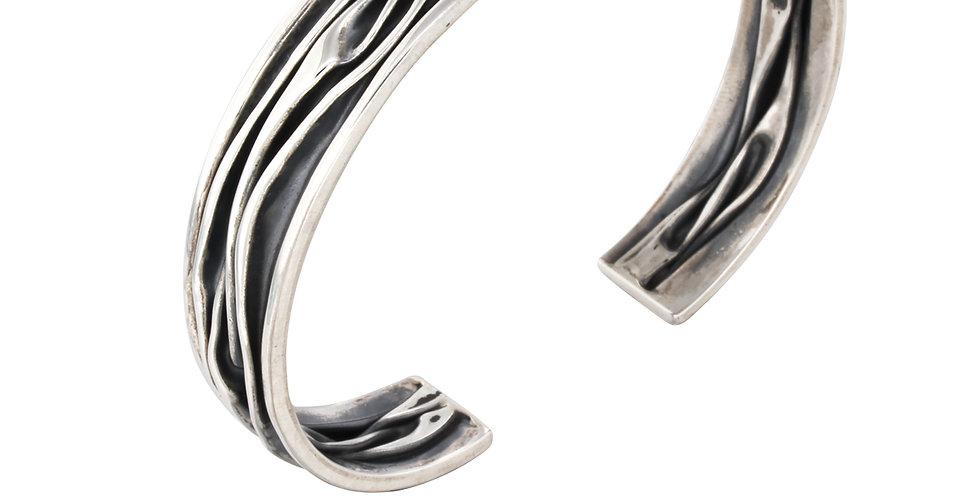 Blankt og oxyderet armbånd med krølledesign - sølvarmbånd i råt design