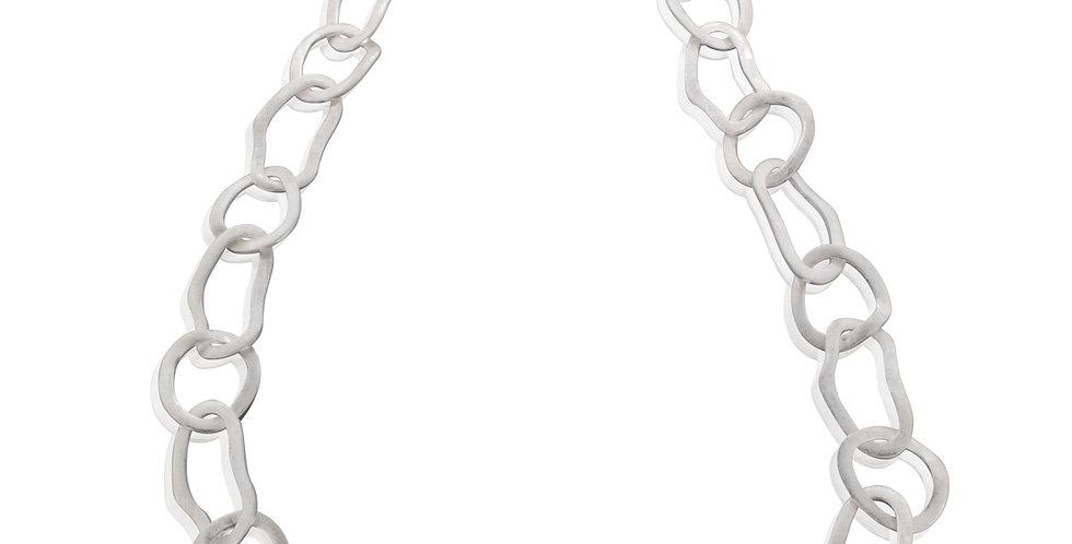 Halskæde med asymmetriske kædeled