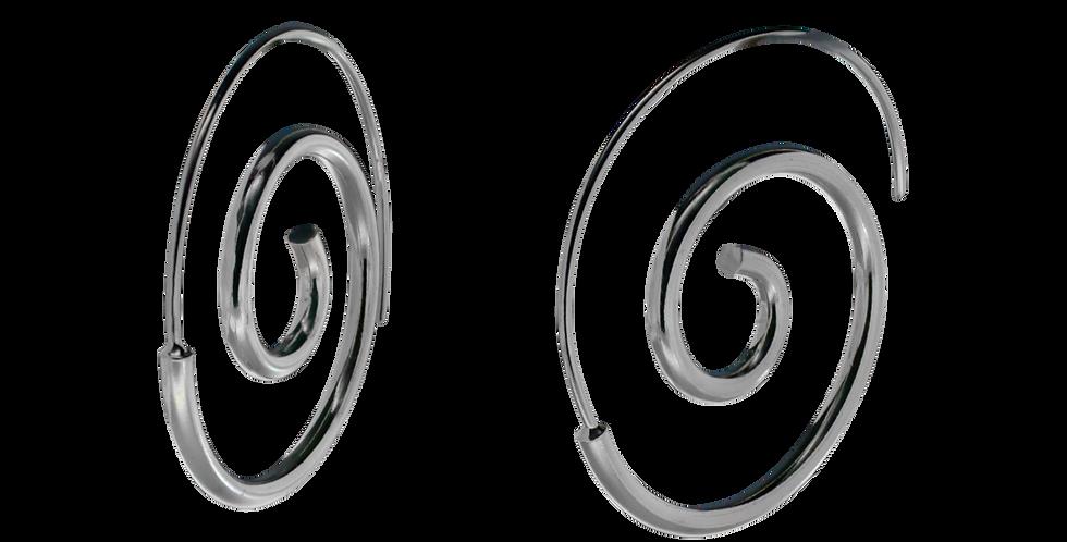 Blanke sølvøreringe i spiralform