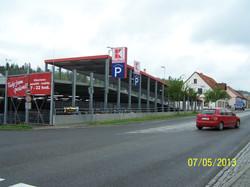 KFL pohled z hl.ulice na parkoviste