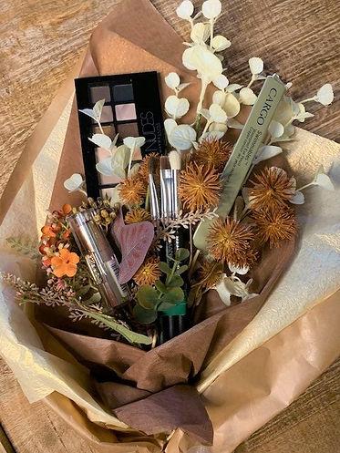 Makeup bouquet #3 (3).jpg