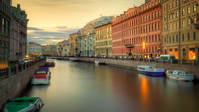 Cruise the St. Petersburg Canals.