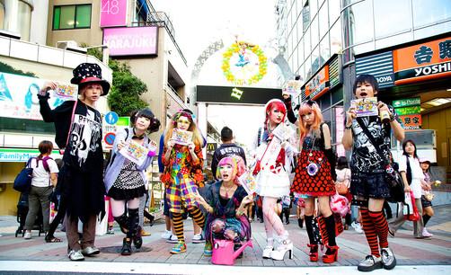 Harujuku Girls in Tokyo_edited.jpg