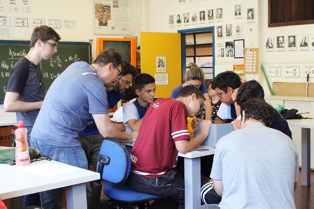 Reunião de mentores com alunos