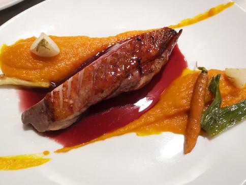 Magret de canard, sauce vin rouge, purée