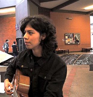 Alex - guitarra hobbie.jpg
