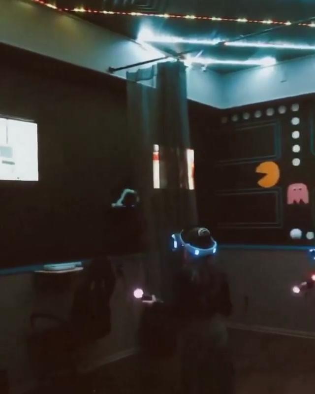Saturday Night VR Room.mp4