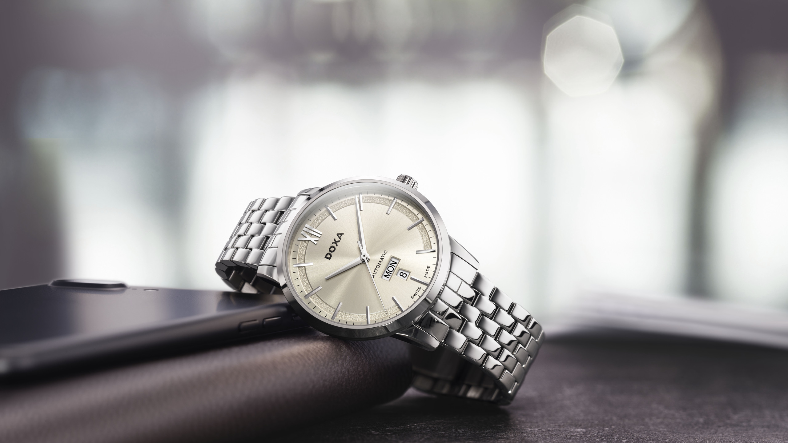 DOXA Executive  直徑41.5毫米精鋼錶殼∕時間指示,星期日曆顯示∕ 瑞士自動上鍊機芯∕防水50米/HK$5,850
