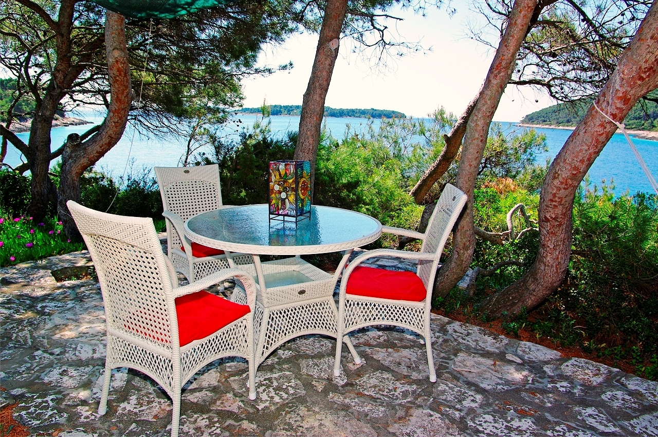 Relax under the pines with sea view