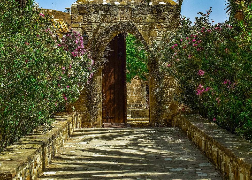 monastery-3397233_1920.jpg