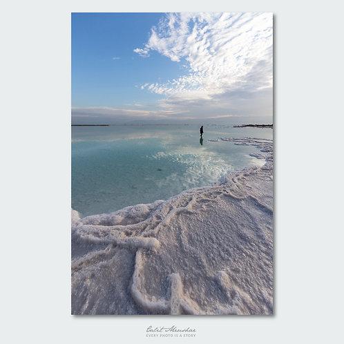 דמות צועדת בים המלח, תמונה למכירה