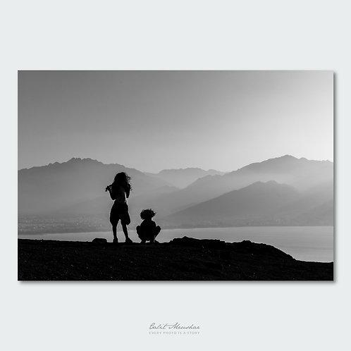 דמויות צללית בצילום שחור לבן, תמונה למכירה