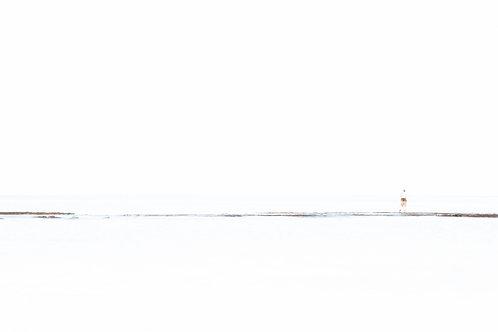 תמונת נוף - דמות בים - מינימליזם 6877