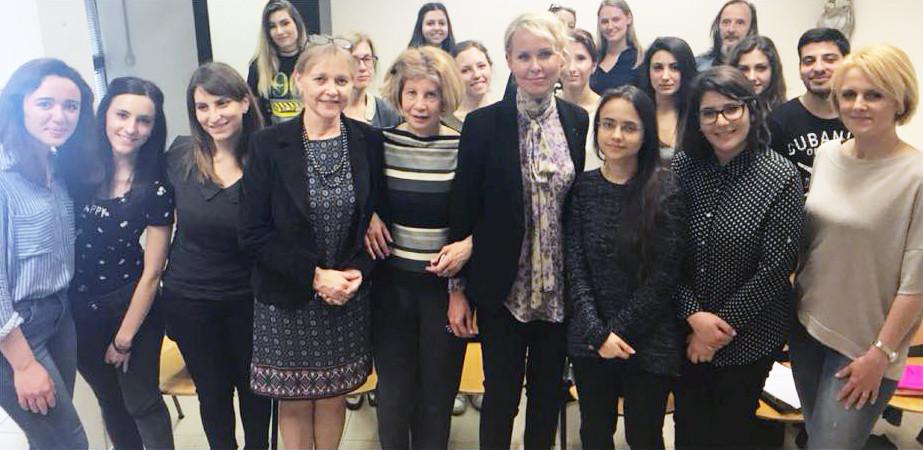 I studenti, Ülle Toode, prof.ssa Annamaria Annochiarico, S.E. Celia Kuningas-Saagpakk, Reti Könninge (dietro)