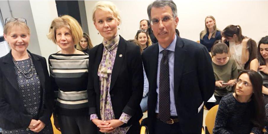 Ülle Toode, prof.ssa Annamaria Annicchiarico, S.E. Celia Kuningas-Saagpakk, Alessandro Mastrogregori, Reti Könninge (dietro)