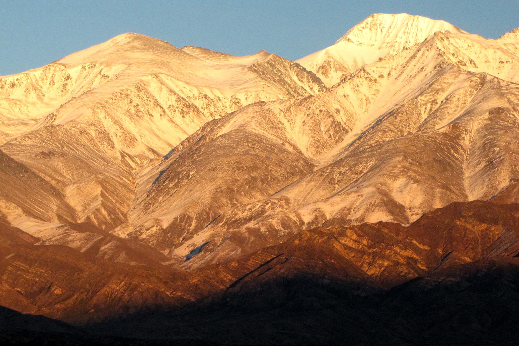 Amanhecer na Cordilheira dos Andes