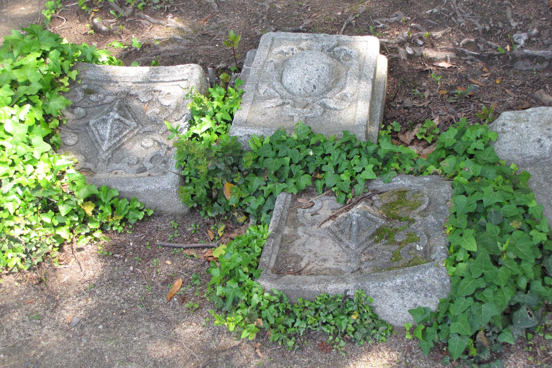 Brasões no Jardim do Palácio