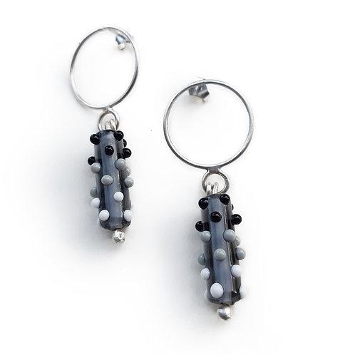 Boucles d'oreilles anneaux Virus allongé Noir