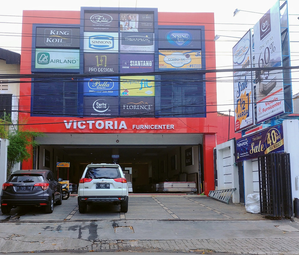Toko Victoria Furnicenter di Wiyung