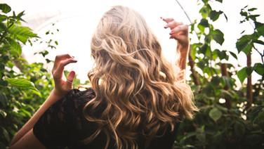 Blond Welliges Haar