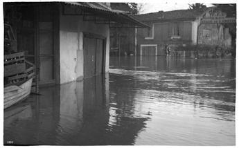 Inondation vue du Pont suspendu